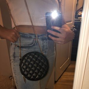 Forever21 black circle purse with gold chain😍